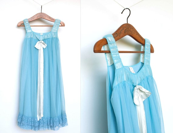 vintage 1960s nightgown / 60s nightie / babydoll blue (small)