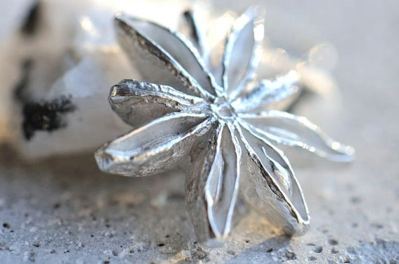 Silver star anise pendant, frosty silver star