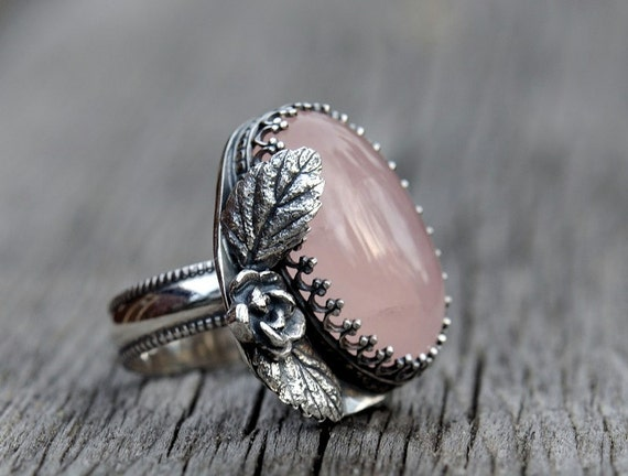 Sterling silver pink rose quartz ring. Rose and leaf details. Size 8.5.