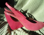 Vintage, Vince Camuto, size 8.5 b in US, made in Brazil, hot pink snake leather, fascinator