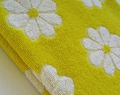 vintage bath towel Lady Pepperell bright yellow with daisies