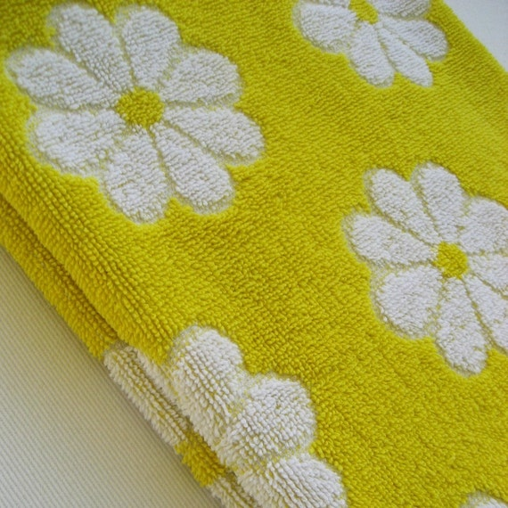 Reproduction Vintage Bath Towels: Items Similar To Vintage Bath Towel Lady Pepperell Bright