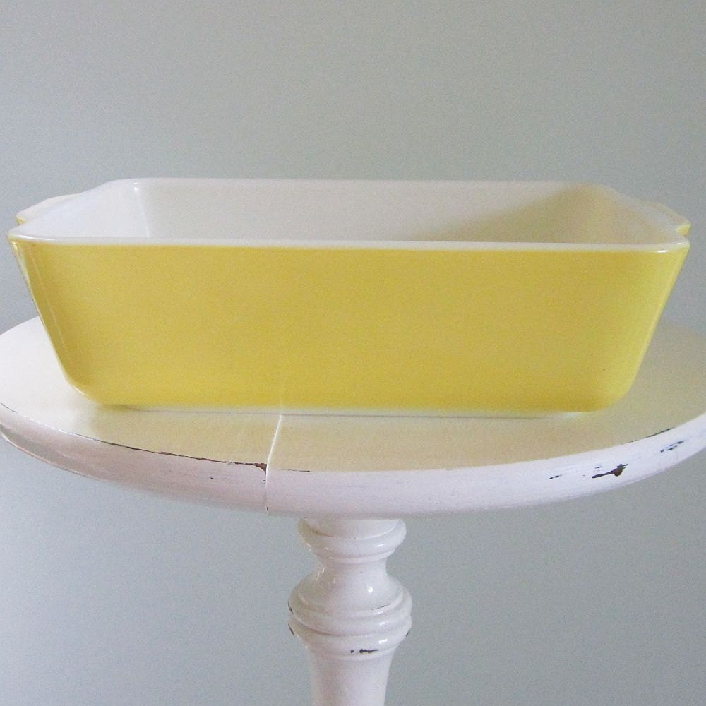 Vintage Pyrex Yellow 1 5 Quart 0503 Refrigerator By
