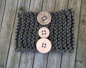 Knit bracelet - gray with pink buttons - large