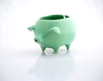 Yarn bowl, ceramic pig yarn bowl, mint green, crochet bowl, knotter gift READY TO SHIP
