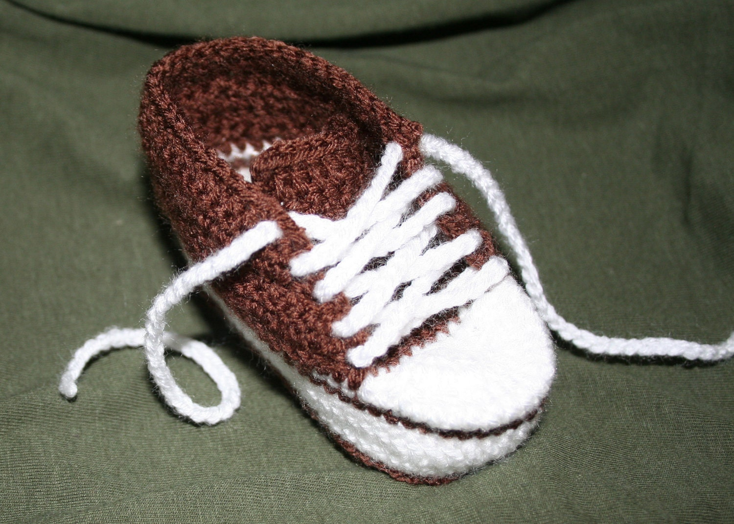 Free Knitting Pattern For Baby Tennis Shoes : Pattern Baby Sneakers crochet pattern pdf