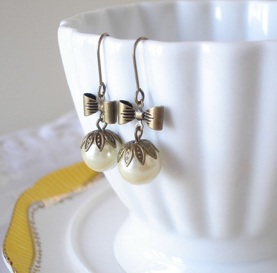 Vintage Inspired Glass Ball Earrings with Bows- Cream Pearl
