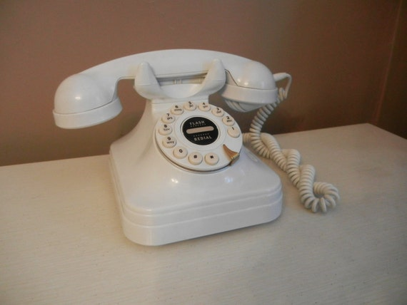 Vintage Cream Desk Phone