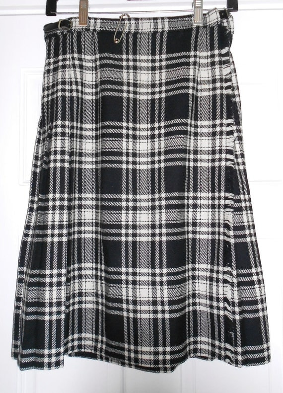 "Vintage Plaid Skirt Black and Ivory Tartan Pleated  Wool Kilt  Size Small 28 "" Waist"