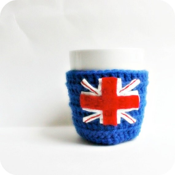 London Union Jack coffee mug tea cup cozy cosy blue white red crochet cover