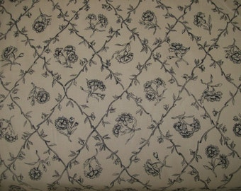 Pierre Deux French Country Les Oeillets (Carnations) Cream w Black