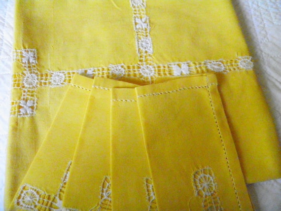 Vintage 1950s Yellow Table Cloth and Napkins