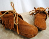 Minnetonka Classic Leather Fringe Moccasin Booties - Kid's Size 12