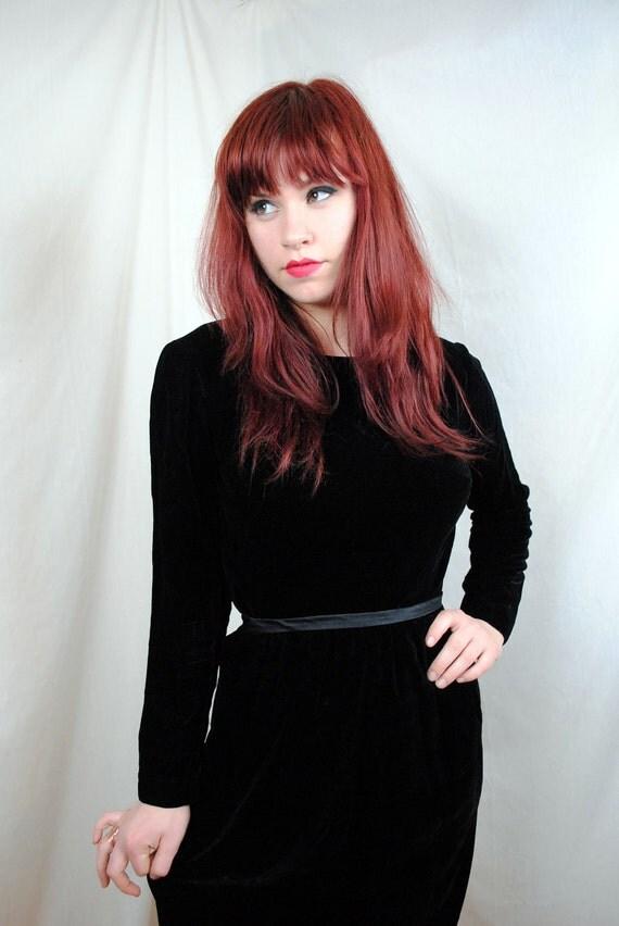 Lovely Vintage 50s Velvety Black Dress