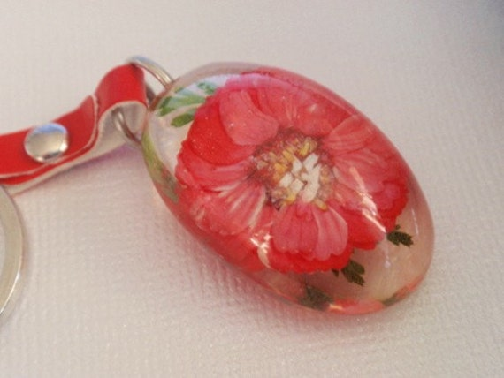 Soft Red Daisy Real Pressed Resin Oval Flower Keychain-Symbolizes Loyal Love