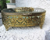 Beautiful 1950s Matson Jewelry Casket box in wonderful condition : Gold Plated with crushed green VELVET