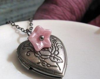 Girls Heart Locket Necklace, Vintage Inspired Necklace Heart Locket, Antique Silver Flower Necklace Locket - ROSITA