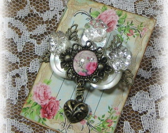 NEW   Vintage Button Brooch