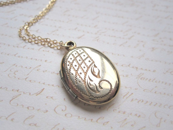 Vintage 12k Gold Filled Oval Locket Necklace Pendant