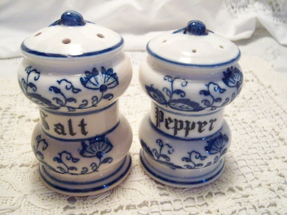 Vintage Blue Onion, Salt and Pepper Set, Blue and white  floral design, collectables, christmas gift,