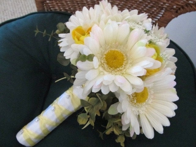 Bridal Bouquet Of Gerbera Daisies : Spring gerbera daisy wedding bouquet in white and yellow