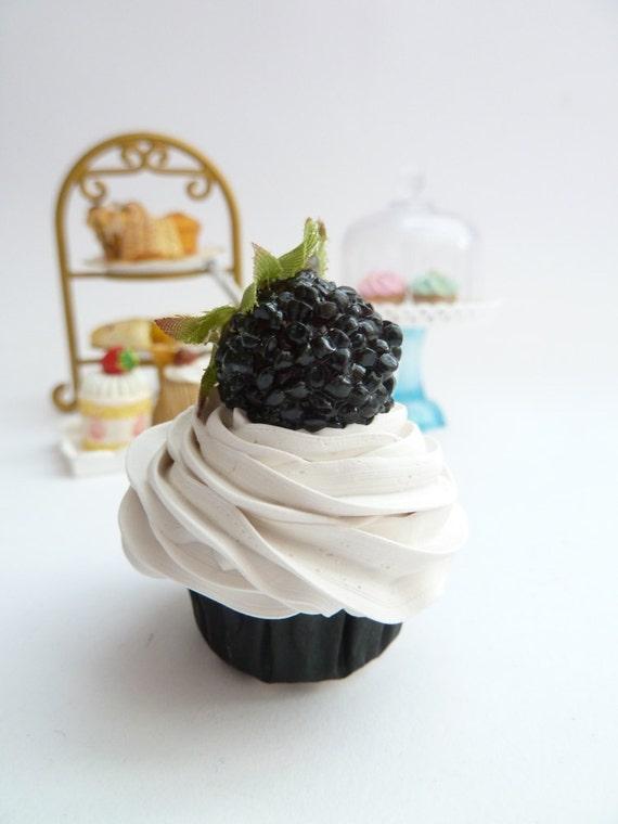 BLACK AND WHITE  fake cupcake black and white magnet cupcake ornament cupcake ,car mirror charm cupcake christmas ornament ,mini size