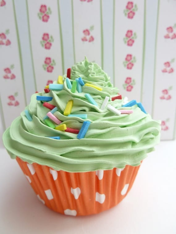 Realistic fake cupcake for kitchen decoration,shower favor, christmas tree ornament wedding,coffee shop,display green icing unique gifts