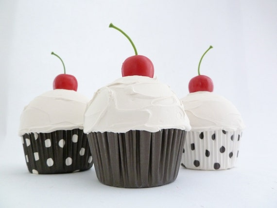 Set Of 3 cupcake BLACK AND WHITE great for Theme party decoration bakery decoration white icing and  polka dot black and white liner