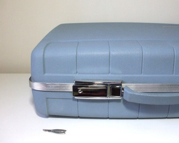 Vintage Starflite Suitcase with Key, Excellent Condition