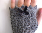 PDF Alberta  fingerless gloves crochet pattern