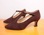 1980s High Heel T Strap Pumps / Chocolate Brown Suede T Bar Heels - Size 7.5 Womens