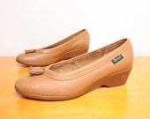 1970s Wedges / Tasseled Low Wedge Heels by Bass in Tan Leather - Size 7 Womens