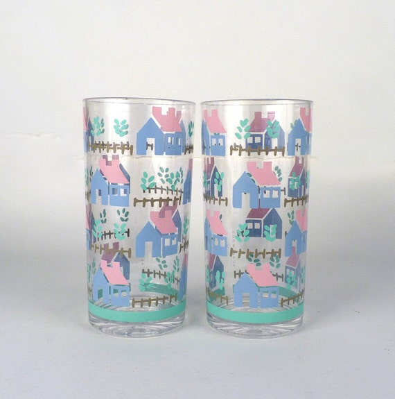 Vintage Tumblers 5 Drinking Glass set Plastic with Border of Houses in Pink and Blue Neighborhood Landscape Beverages 6 x 3 Price Under 15