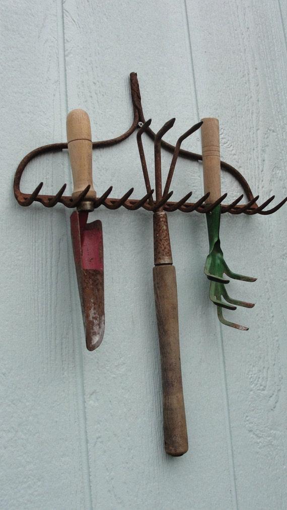 Vintage rustic garden hand tools organizer for Gardening tools vintage