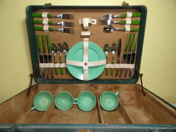 Vintage Green Picnic Set Plates Cups Utensils Warren Suitcase Original