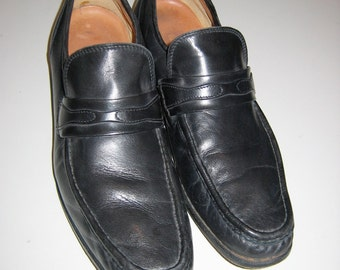 Men's  Nordstrom shoes Vintage.  Size 12 B.  Made in Italy. Black Loafers.