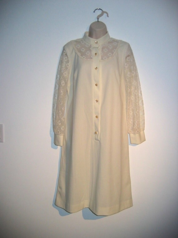 60's Mod Vintage Cocktail Dress. Polyester knit with lace sleeves and top. Cream.  Mad Men.