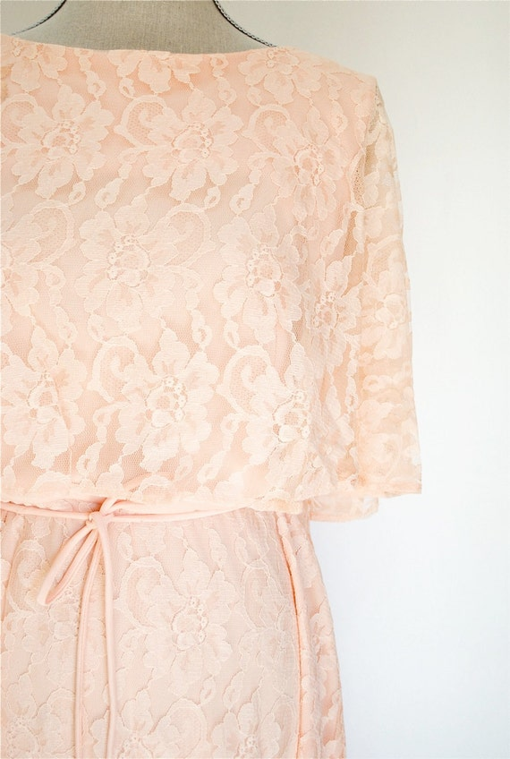 Vintage Peachy Pink Dress  / Womens Large / Lace and Polyester