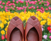 Vintage 70s Brown Woven Leather Peep Toe Slip On Sandals Boho Accessory Size 8 W