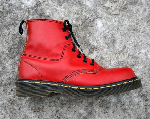 Vintage Air Wair Dr Martens in Cherry Red Leather Womens 7 1/2 UK 5