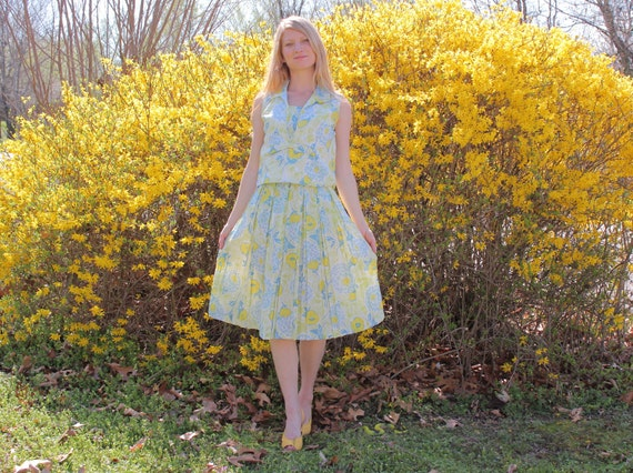Vintage 1950s Dress Set Spring & Summer Floral Pleated Skirt and Sleeveless Blouse in Colorful Soft Lightweight Crepe Womens XS to Small