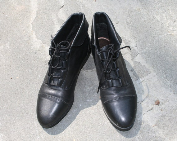 Vintage 80s Ankle Boots Size 8 Black Leather - Cuffed - Pixie- Granny - Prima Royale