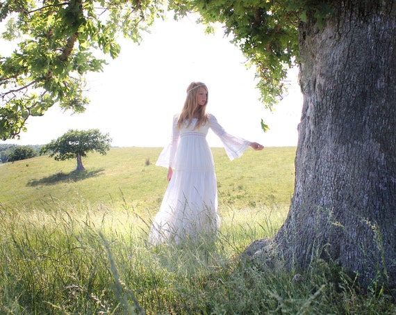 Vintage 1970s Wedding Dress in White Lace Gunne Sax Style Size XS to Small