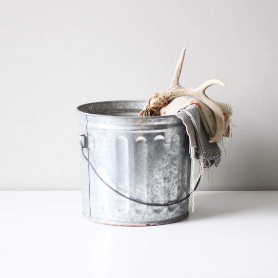 vintage galvanized carry pail / gray metal bucket