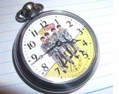 Free Worldwide Tracked Shipping..Vintage 1960's Beatles Picture Pocket Watch Working