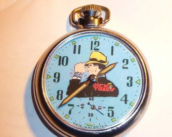 Free worldwide shipping.Vintage 1960's Dick Tracy Character Picture Pocket Watch
