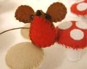 beautiful tiny felt robin mouse ornament