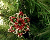 Christmas ornament, Star holiday ornament, Chainmaille Christmas decoration, Red and green tree ornament