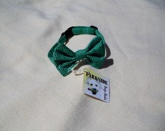 Cat Bow Tie Collar In Retro Green Batik