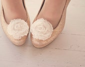 The Belle- je t'aime ruffle bloom shoe clips- ivory - thebelleandthebeau